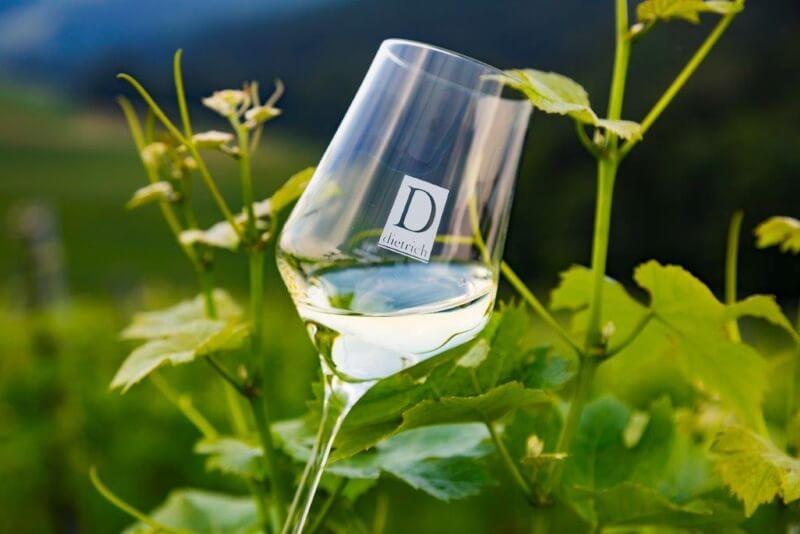 Weinglas mit Logo Weingut Dietrich
